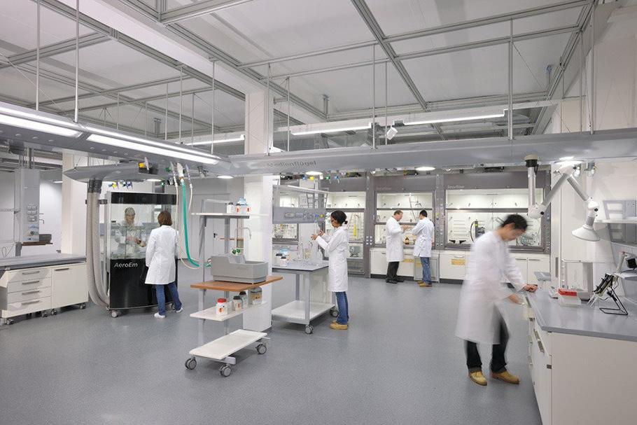 Фото лаборантов за работой